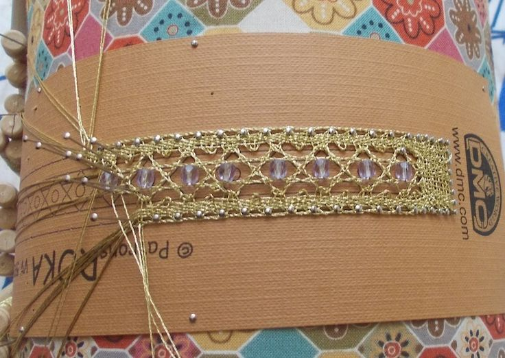 Braccialetto in lavorazione con filato Diamant DMC. Work in progress bracelet with DMC Diamant thread. www.iocreo.net