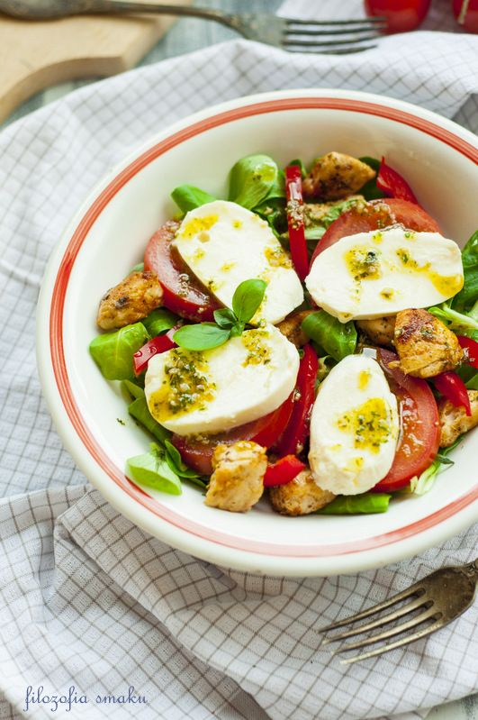 Salad with chicken and mozzarella