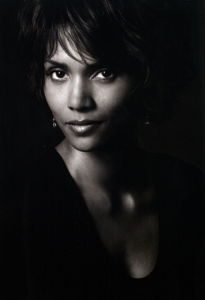 Halle Berry. I have always had a small crush on her. ;) haroun www.goachi.com