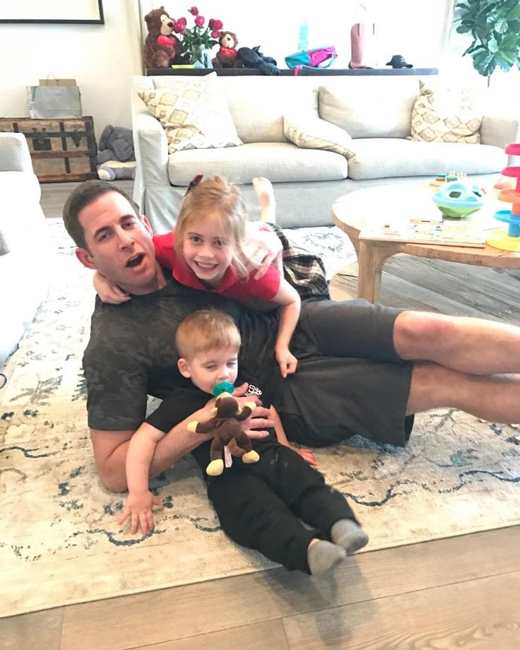 "'Flip or Flop' star Tarek El Moussa talks possible reconciliation ""maybe 10 years from now"" with Christina El Moussa Flip or Flop star Tarek El Moussa isn't ruling out a reconciliation with his estranged wife and co-star Christina El Moussa down the road. #FliporFlop #EntertainmentTonight @FliporFlop"