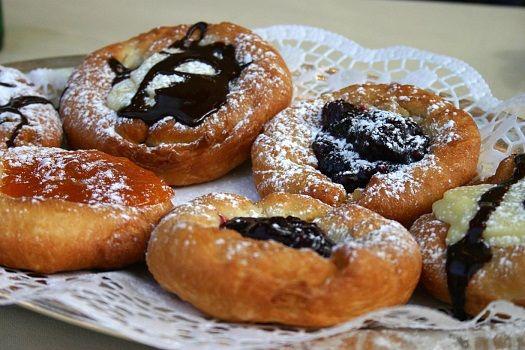 Kiachl - Doughnats with cranberry jam