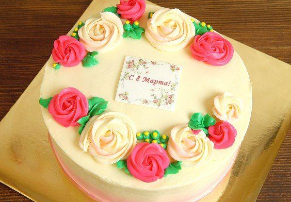 """Торт """"С 8 марта""""  Изысканный и нежный #тортдляженщин - отличный подарок к любому празднику будь то день рождения, юбилей или международный женский день. Торт """"С 8 марта"""" оформлен вкуснейшим сырным кремом, а начинка тортика, несомненно, покорит сердца всех гостей!  С удовольствием изготовим #праздничныйторт весом от 2-х кг всего за 1950₽/кг.  Менеджеры #Абелло готовы помочь с выбором красивого и качественного десерта по любому поводу по единому номеру: +7(495)565-3838…"""
