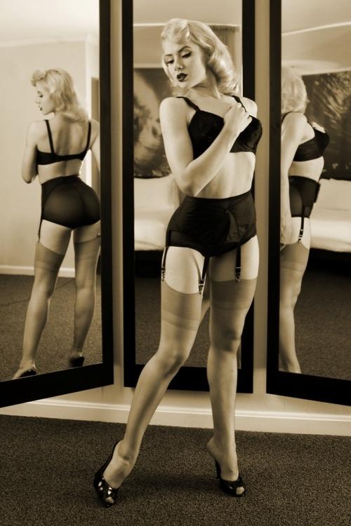 Miss Mosh. Love the mirror idea.
