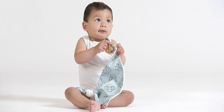 Puur Knuffelen met het speendoekje ende natuurlijke bijtring van houtMet het speendoekje van 4NaturalKids gemaakt met 100% biologisch katoenheeft je baby de speen altijd bij de hand. Zonder speen is dit doekjeeen ideaal knuffeltje.
