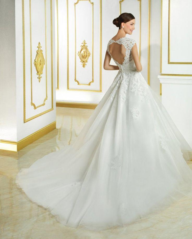 Stockverkoop nieuwe bruidskleding, suite en feestkleding -- Sint-Niklaas -- 01/01-31/01