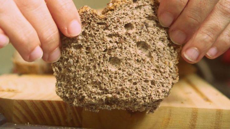 pan sin gluten5 cdas. de semillas de lino 5 claras de huevo 2 cditas. de polvo para hornear 1/2 cdita. de sal de frutas 1 pizca de sal