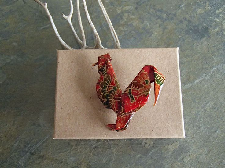 brooch origami rooster red and gold-broche coq en origami 折り紙ブローチ by OrijujuShop on Etsy