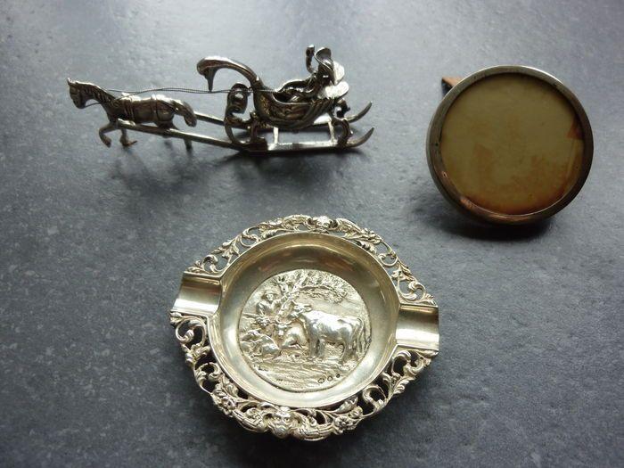 Online veilinghuis Catawiki: Verzameling zilver waaronder, miniatuur-koets, asbak en fotolijstje