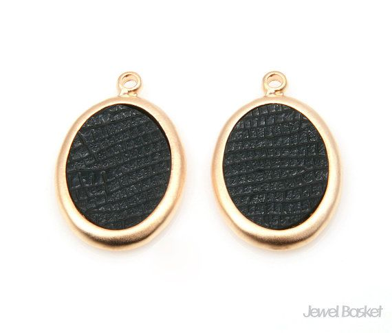 Black Leather Oval Pendant in Matte Gold Frame   - Matte Gold Plated (Tarnish Resistant) - Artificial Leather and Pewter  - 15.5mm x 24.5mm - 4pcs / 1pack