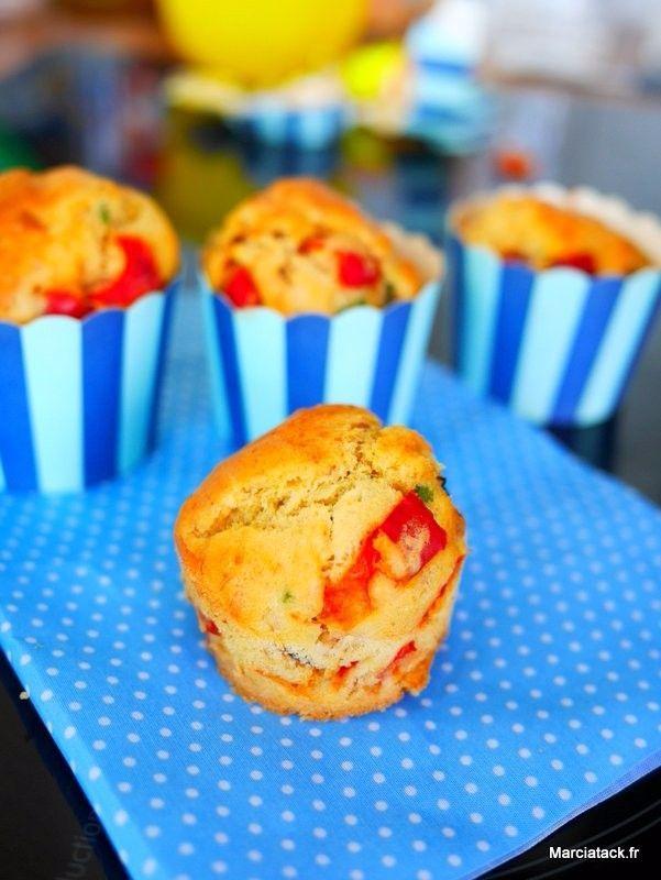 Muffins thon-poivrons. Une recette de muffins salés idéales pour les repas d'été : barbecue party, pique-nique, brunch ils trouveront toujours leur place sur la table.