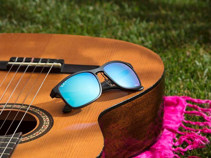 Incluso si te olvidas de los acordes, puedes lucir como una estrella del rock con las gafas espejadas de Ray-Ban #MadeForSummer #ShadesOfYou #Gafasdesol #Summer #Verano #PlayOptic #Rayban