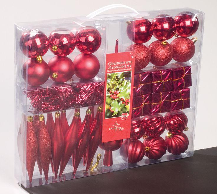 Kerstdecoratieset rood  Description: In deze opbergkoffer met handvat zitten maar liefst 38 dieprode kerstdecoraties voor het versieren van de kerstboom. Gemaakt van onbreekbaar kunststof. De set bestaat uit: 18 kerstballen. 6 pakjes. 12 pegels. 1 slinger 25 meter. 1 piek 30 cm lang. Afmetingen draagkoffer: 34 x 43 cm.  Price: 21.99  Meer informatie