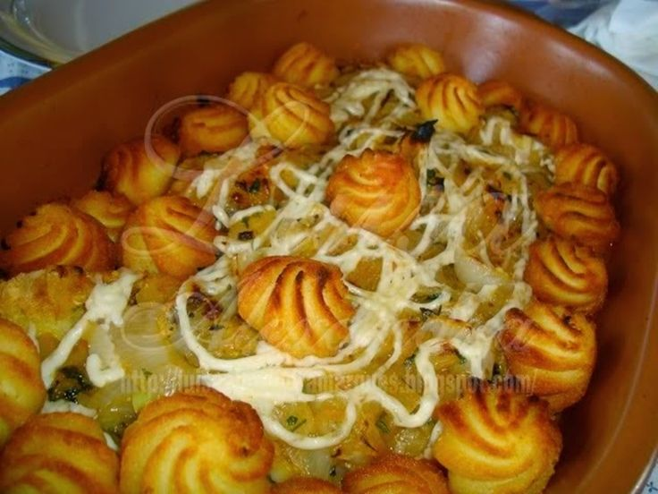 Bacalhau de cebolado no forno com maionese e batata duquesa - http://www.receitasparatodososgostos.net/2016/11/12/bacalhau-de-cebolado-no-forno-com-maionese-e-batata-duquesa/
