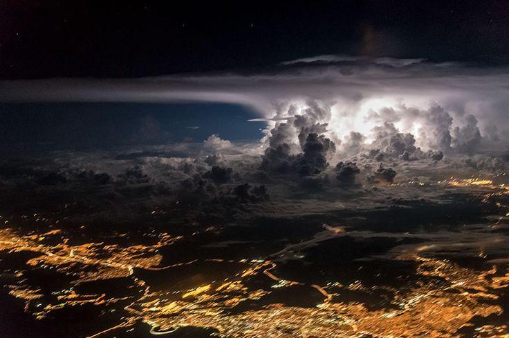 Fotografias deslumbrantes de tempestades vistas do céu captadas pelo piloto Santiago Borja