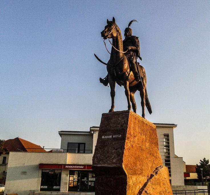 Kádár Vitéz szobra / Statue of Soldier Kádár (Berettyóújfalu, Hajdú-Bihar, Great Plain)