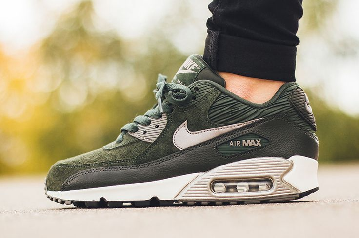 "Nike WMNS Air Max 90 Leather ""Carbon Green"""