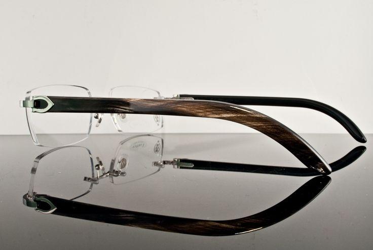 Lunettes Cartier percées, avec branches en corne.