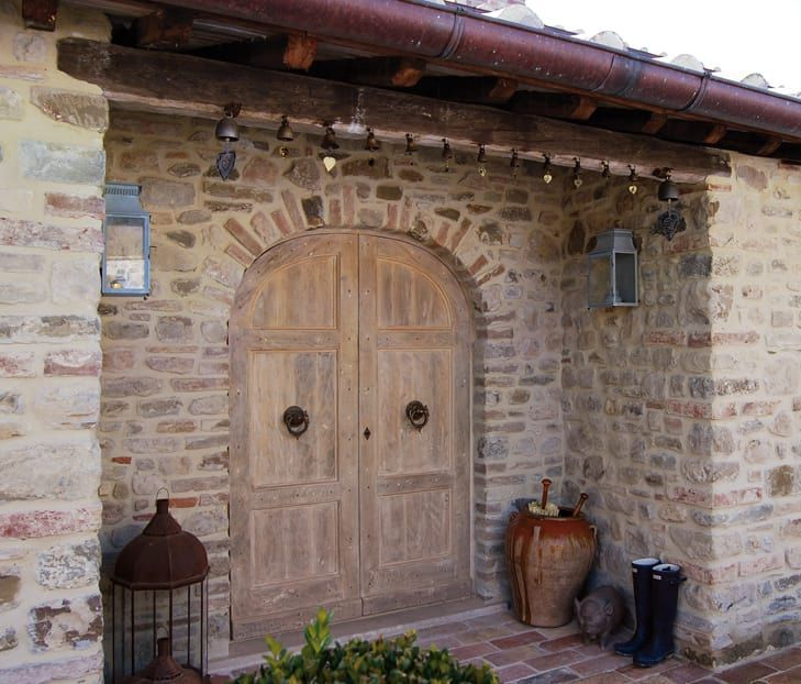 Oltre 25 fantastiche idee su arredamento cottage di for Esterno di case in stile spagnolo