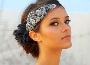 Coronițe de mireasă și accesorii păr pentru ținute vintage   http://nuntaingradina.ro/coronite-de-mireasa-pentru-tinute-vintage/