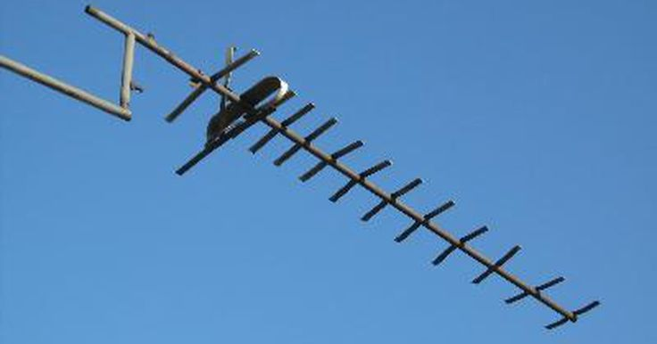 Cómo construir una antena dipolo simple pero eficaz que no requiere un sintonizador de antenas. Muchos radioaficionados que están empezando en las bandas de HF no son conscientes de cuán eficaz y fácil es construir una antena dipolo simple. He visto otro artículo sobre la construcción de un dipolo, pero detalla la construcción de un dipolo multi-banda (más correctamente, un doblete) para alimentarlo con un sintonizador de antena. Estas ...