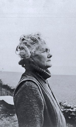 Daphne Du Maurier author of Rebecca ( later a Hitchcock film ) amongst other works. I love Frenchman's Creek!!! T ========================= Bonjour, pour les bijoux Gaby Féerie => http://www.alittlemarket.com/boutique/gaby_feerie-132444.html