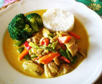 Dagens middagtips: Kylling i karri, enkelt å lage!