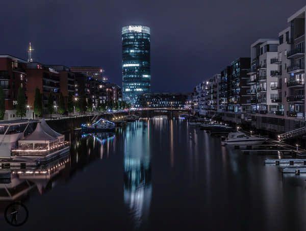 In dieser Woche habe ich zu einem Seminar zum Thema Webdesign besucht und habe im Anschluss jeweils einen Fotowalk in Frankfurt am Main unternommen. Bei den zwei Fotowalks sind sehr viele Fotos bei nächtlichen Lichtern und Glanz entstanden. Frankfurt ist einfach die Stadt in Deutschland um ordentliche Night- und Cityscape-Aufnahmen zu machen. Selbstverständlich gibt es …