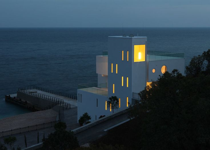 Foros Yacht House by Robin Monotti Architects/ Crimea, Ukraine