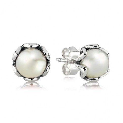 Zilveren Oorknoppen 290533P met Zoetwaterparel in zilveren zettting. Deze oorknopjes met grote parel zijn gewoon hemels. Met de zoetwaterparels in een zilveren zetting, mogen ze in geen enkele sieradencollectie ontbreken.