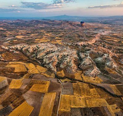 Turecko láká milovníky krásných výhledů na horkovzdušné balóny.