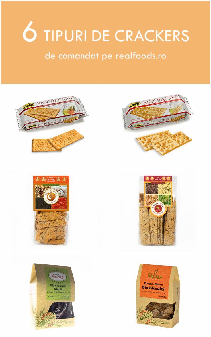 Pentru gustări rapide și sănătoase, pe http://realfoods.ro/, în categoria Băcănie, găsești crackers organici de diferite arome, cu ingrediente naturale, crackers vegani de la Hiper Ambrozia sau crackers raw de la Petras Bio, făcuți exclusiv din ingrediente netratate termic.