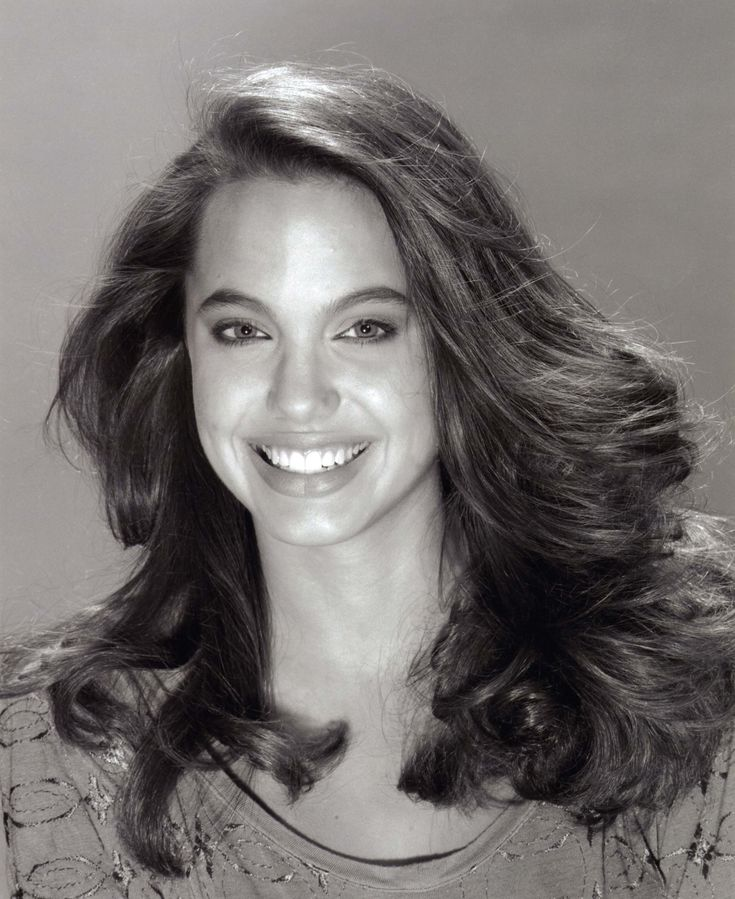 aAfkjfp01fo1i-4346/loc83/70388_Angelina_Jolie_-_1991_Harry_Langdon_Collection_23_122_83lo.jpg