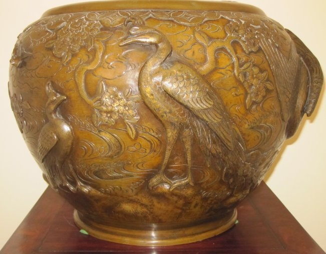 VINTAGE CHINESE / JAPANESE LARGE BRONZE URN /