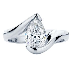 Sophisticated and modern this pear shaped diamond is set perfectly in this 'Ivy' design.