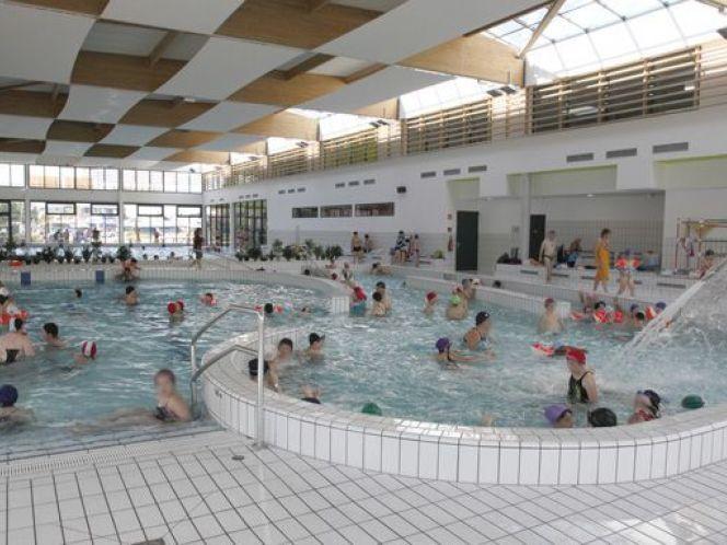 Situee Sur Le Port De La Ville La Piscine Municipale Aquadick A