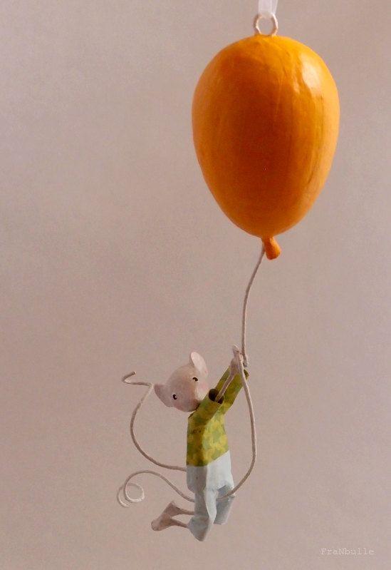 """Réservé Jenny. Mobile petite souris en papier mâché : """"Célestin Létourdi"""", voyage en ballon"""