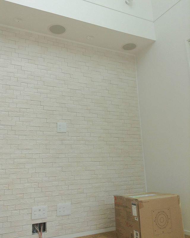 壁掛けテレビの配線を隠す方法まとめ テレビのケーブルはすっきり隠