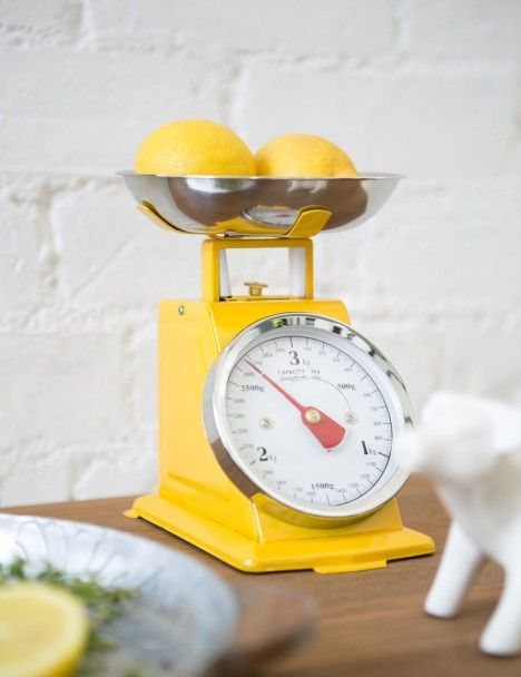 Retro Kitchen Scales. Would be a great picture in my kitchen :)