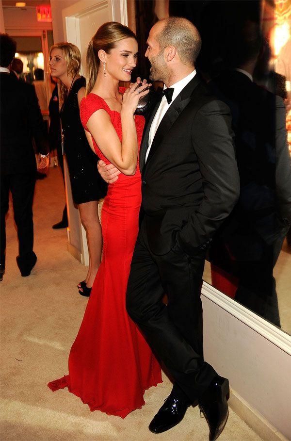 Look do casal Rosie Huntington-Whiteley e Jason Statham.