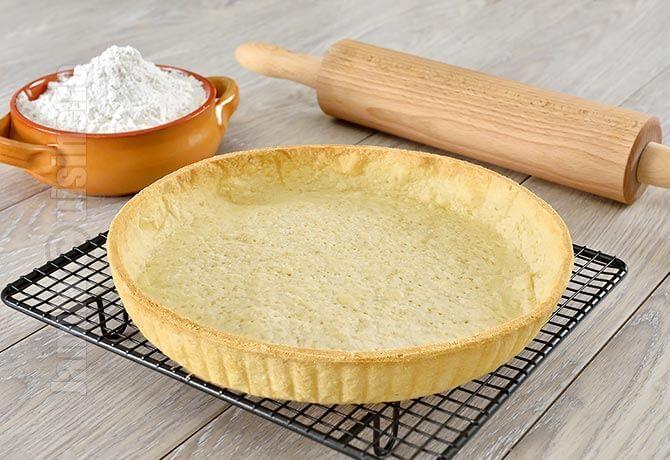 Reteta de aluat de tarta / Crusta pentru tarta era de mult timp pe lista retetelor de baza pe care trebuie sa vi le prezint. V-am aratat deja cum se face