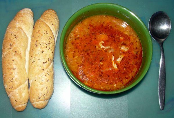 Lahůdková dršťková polévka........ http://www.novomestskykuryr.info/010804-moje%20oblibene%20recepty.html#huspenina
