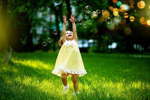 8 façons de se réconcilier avec son enfant intérieur et d'être plus heureux