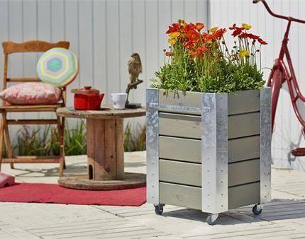 Giv dine blomster en masse god plads med en cubic blomsterkasse fra PLUS.