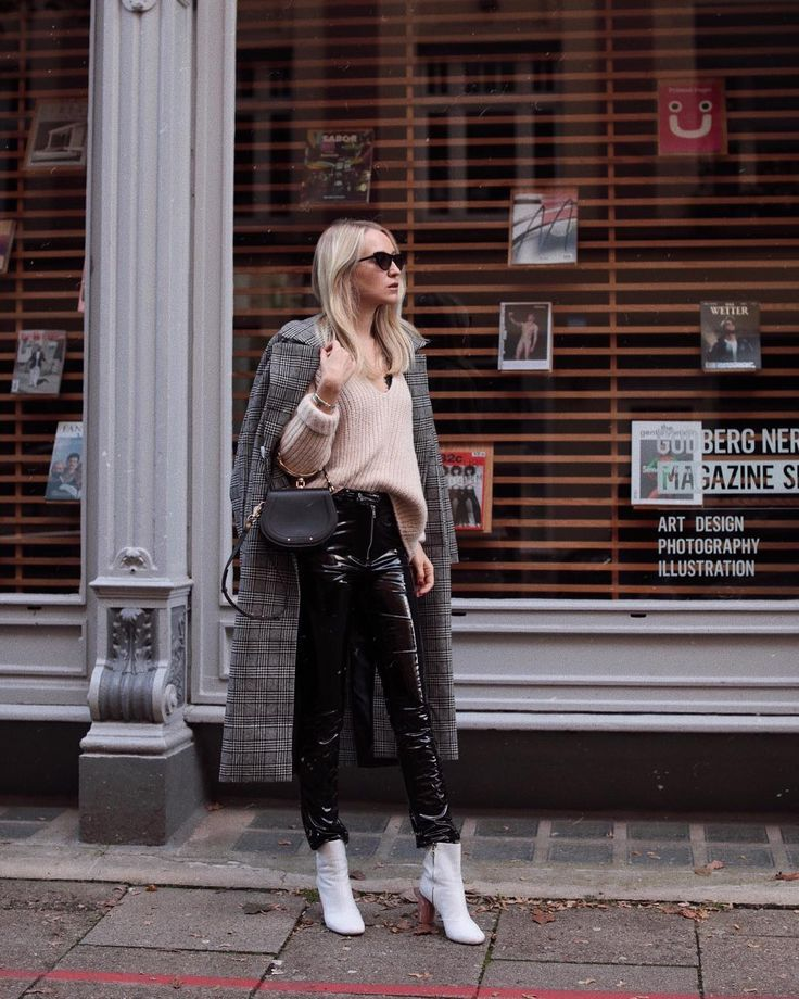 Juliane in our coat 'Irene', jumper 'Emma', pants 'Karina' and boots 'Filipa' – find them on EDITED.de   @styleshiver