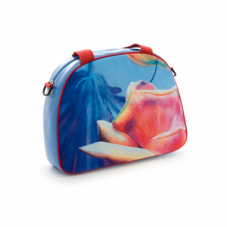 """Artbag """"Pink Rose"""" displays Dutch floral art on outdoor textile on one side of the bag. Shoulder bag with detachable handles, zipper inside. Four studs on the bottom of the bag help it stand upright. Blue-coloured artificial leather, with red hand- and shoulder straps. Price: 60 euro excl transport costs. Order via info@florifique.com."""