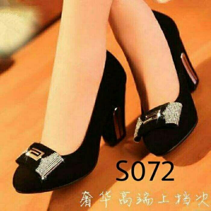 https://www.tokopedia.com/suzutoserba/sepatu-heels-hitam-permata-s0072