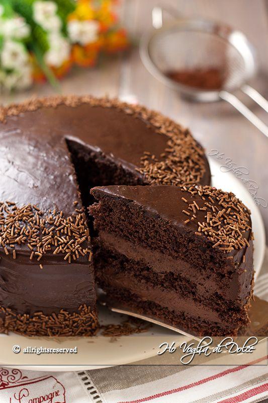 Torta al cioccolato con crema al mascarpone e Nutella, facile e buonissima. Una torta per occasioni speciali, farcita con mascarpone e cioccolato. Che bontà