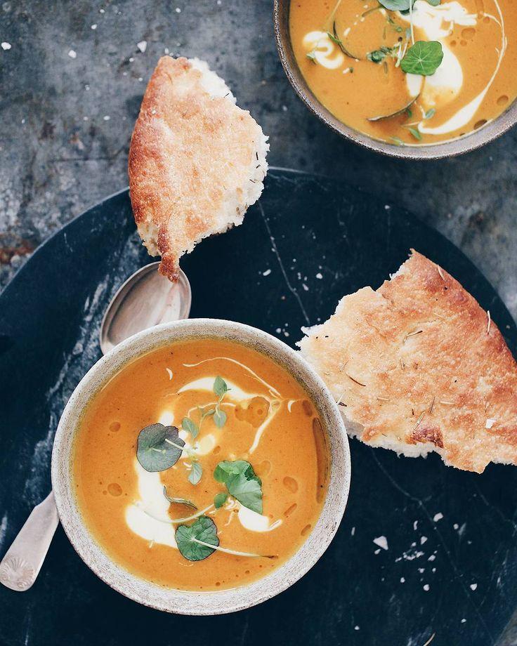 MADETMERE #stopspildafmad #vegetar #vegetarian #suppe #soup #hokkaido #pumpkin #feedfeed @thefeedfeed @ilfornaiodk @hubschinterior @gurlielbaekgaard