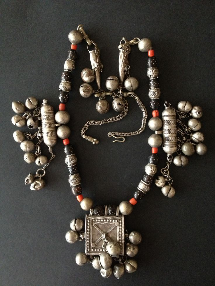 Yemen | Bedouin silver, coral and black coral inlaid with silver necklace. |  © Jose M Pery. 2. Arabian Peninsula Jewellery