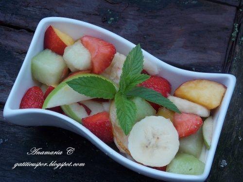 Salata de fructe - http://www.gustos.ro/retete-culinare/salata-de-fructe-56.html